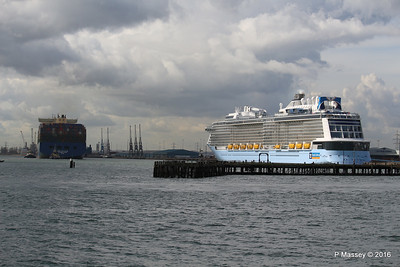 HYUNDAI PRIDE Arriving OVATION OF THE SEAS Southampton PDM 14-04-2016 16-08-49