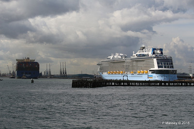 HYUNDAI PRIDE Arriving OVATION OF THE SEAS Southampton PDM 14-04-2016 16-08-50