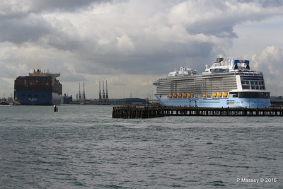 HYUNDAI PRIDE Arriving OVATION OF THE SEAS Southampton PDM 14-04-2016 16-08-02
