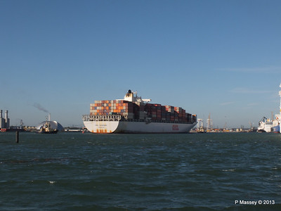 OOCL KAOHSIUNG Arriving Southampton PDM 04-11-2013 12-06-16