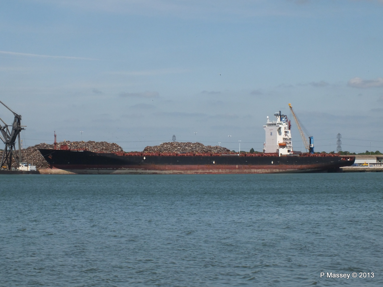 QINGDAO TOWER berth 109 Southampton PDM 01-06-2013 14-57-27