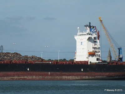 QINGDAO TOWER berth 109 Southampton PDM 01-06-2013 16-58-00