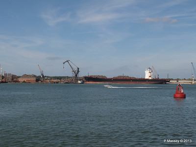 QINGDAO TOWER berth 109 Southampton PDM 01-06-2013 16-57-26