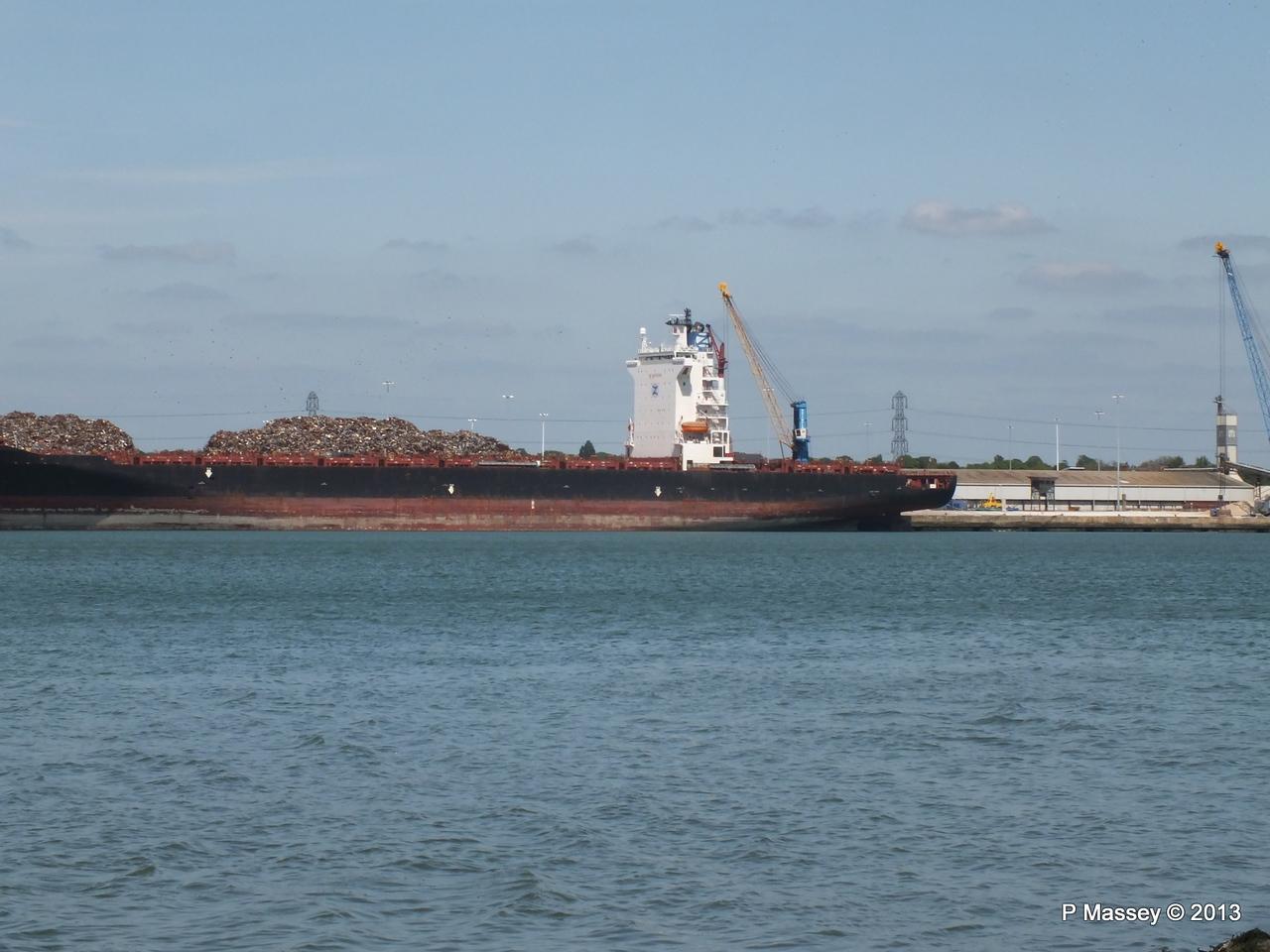 QINGDAO TOWER berth 109 Southampton PDM 01-06-2013 14-57-06