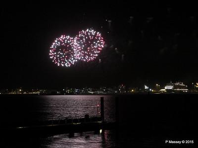 10 Jan 2015 QM2 & QE Fireworks