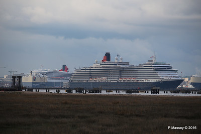 QUEEN VICTORIA Departing Passing QUEEN MARY 2 Southampton PDM 10-05-2016 17-38-048