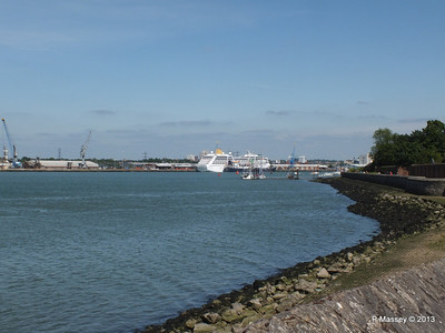 ADONIA berth 106 Southampton PDM 01-06-2013 15-06-19