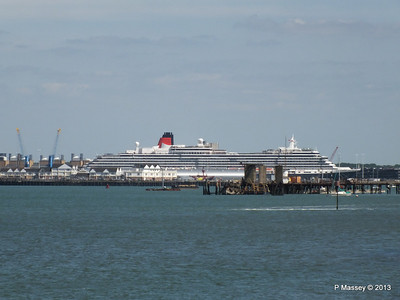 QUEEN VICTORIA over Town Quay PDM 01-06-2013 15-12-07