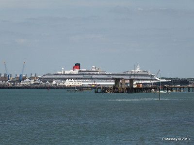 QUEEN VICTORIA over Town Quay PDM 01-06-2013 15-12-04