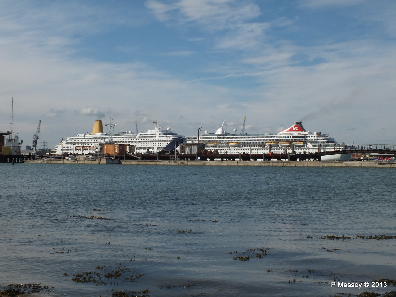 BALMORAL Passing ORIANA over Husbands Jetty PDM 27-05-2013 16-53-54