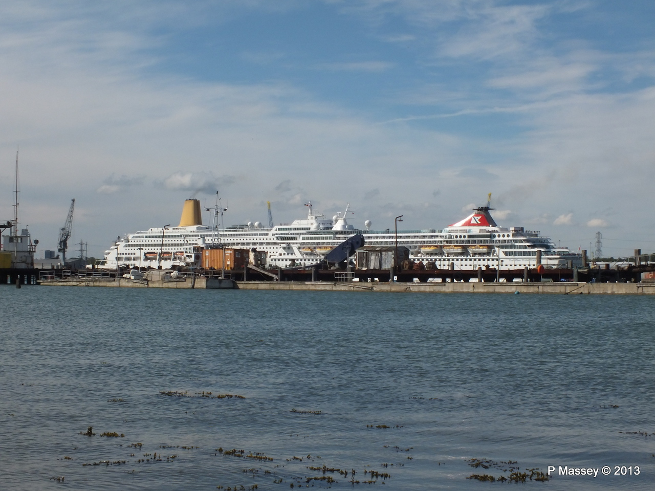 BALMORAL Passing ORIANA over Husbands Jetty PDM 27-05-2013 16-54-20