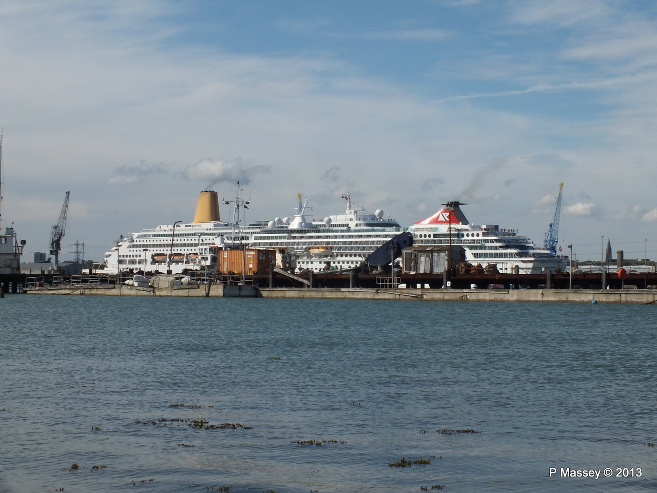 BALMORAL Passing ORIANA over Husbands Jetty PDM 27-05-2013 16-54-42