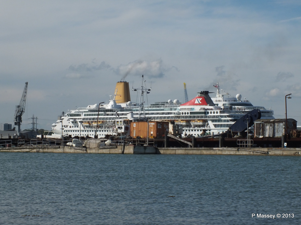 BALMORAL Passing ORIANA over Husbands Jetty PDM 27-05-2013 16-55-13