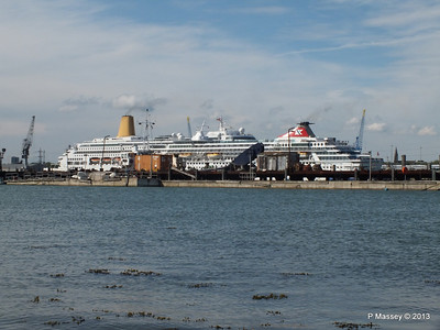 BALMORAL Passing ORIANA over Husbands Jetty PDM 27-05-2013 16-54-37