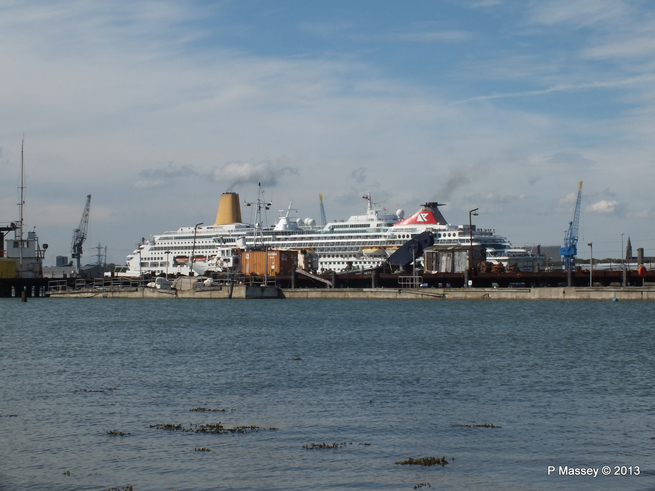BALMORAL Passing ORIANA over Husbands Jetty PDM 27-05-2013 16-54-52