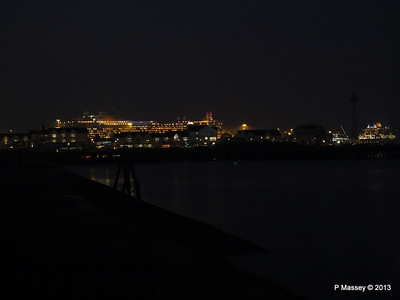 AZURA QM2 SAGA RUBY over Town Quay PDM 10-01-2013 17-58-21