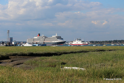 QUEEN ELIZABETH Outbound Passing RED EAGLE Southampton PDM 22-07-2016 18-29-28