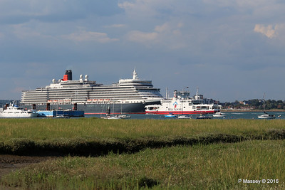 QUEEN ELIZABETH Outbound Passing RED EAGLE Southampton PDM 22-07-2016 18-29-33