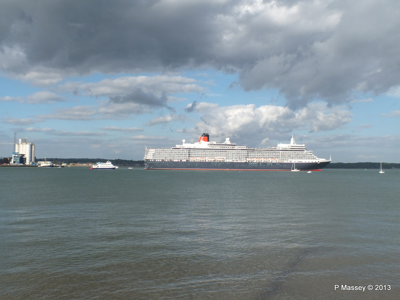 QUEEN ELIZABETH Departing Southampton OCEAN SCENE PDM 10-08-2013 17-53-59