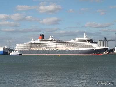 QUEEN ELIZABETH Departing Southampton OCEAN SCENE PDM 10-08-2013 17-50-41