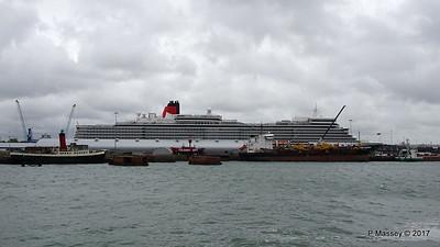 QUEEN ELIZABETH Ocean Terminal SAND HERON Southampton PDM 28-07-2017 11-32-33
