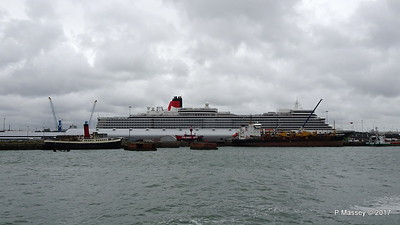 QUEEN ELIZABETH Ocean Terminal SAND HERON Southampton PDM 28-07-2017 11-32-40
