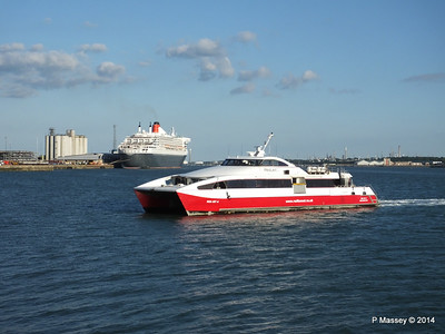 QUEEN MARY 2 RED JET 4 Southampton PDM 13-07-2014 19-41-56
