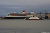 RED OSPREY Passing QUEEN MARY 2 Southampton PDM 13-10-2017 17-12-32