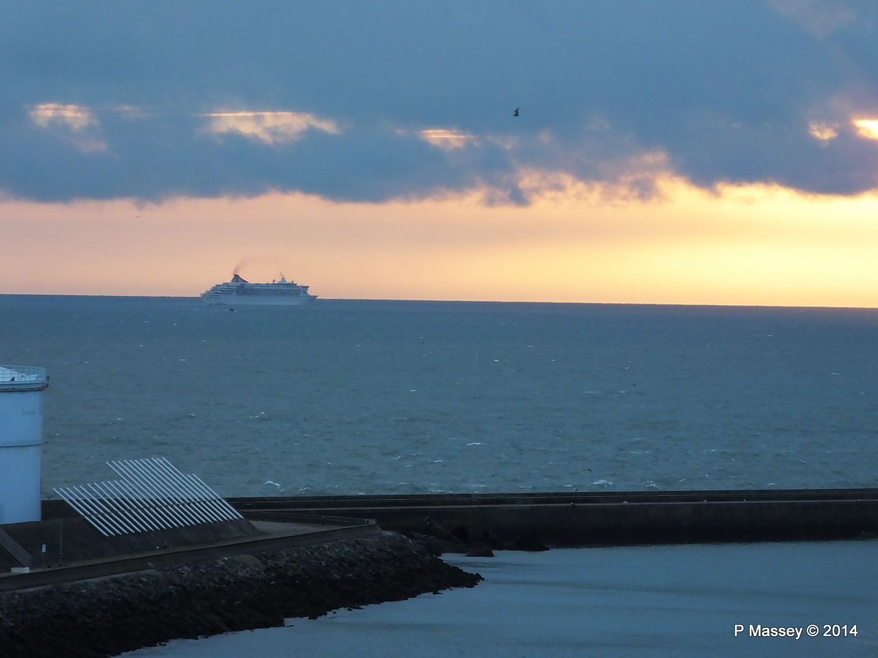BALMORAL Passing Le Havre from Rouen to La Pallice PDM 06-10-2014 18-16-35