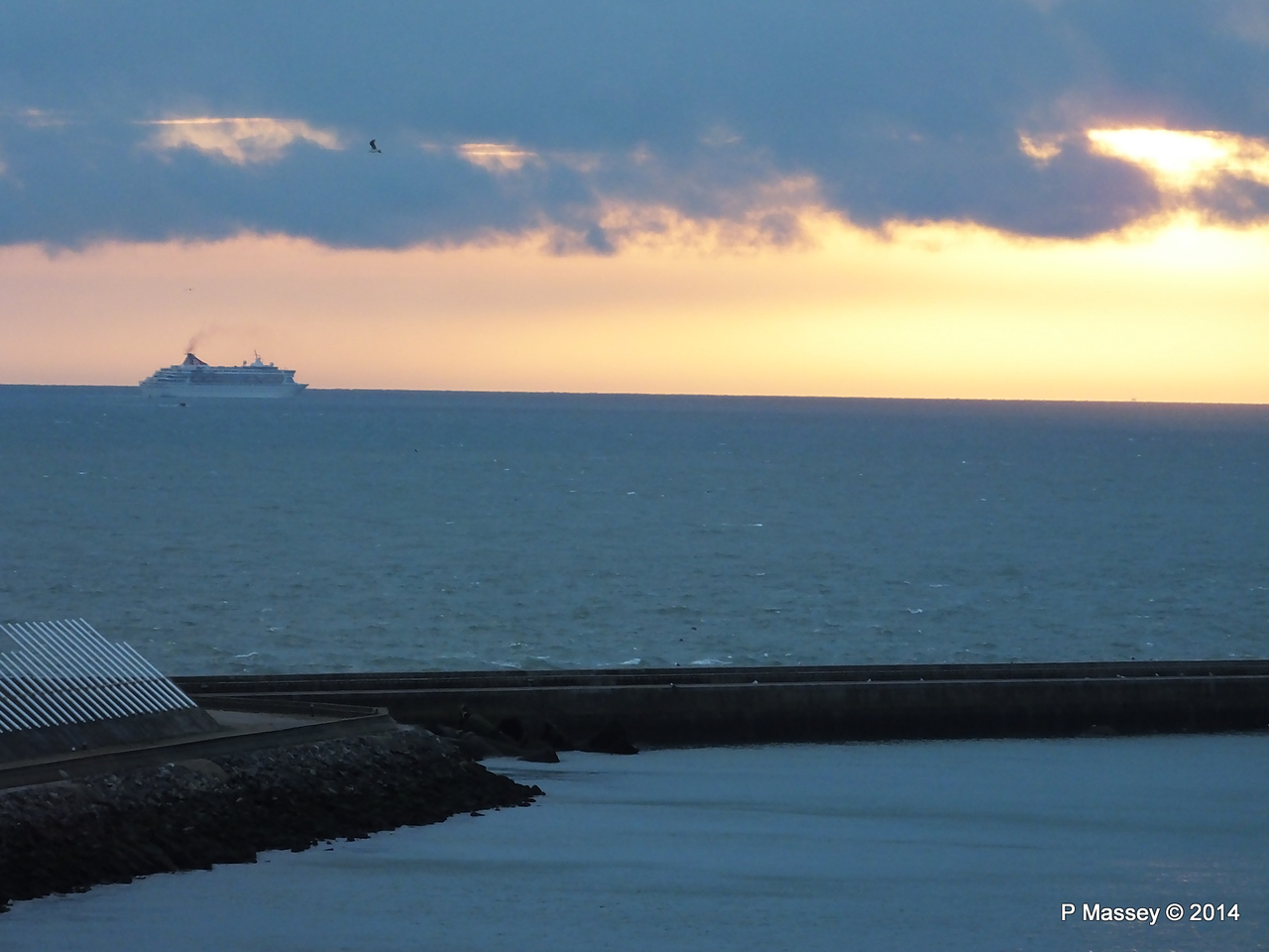 BALMORAL Passing Le Havre from Rouen to La Pallice PDM 06-10-2014 18-16-36