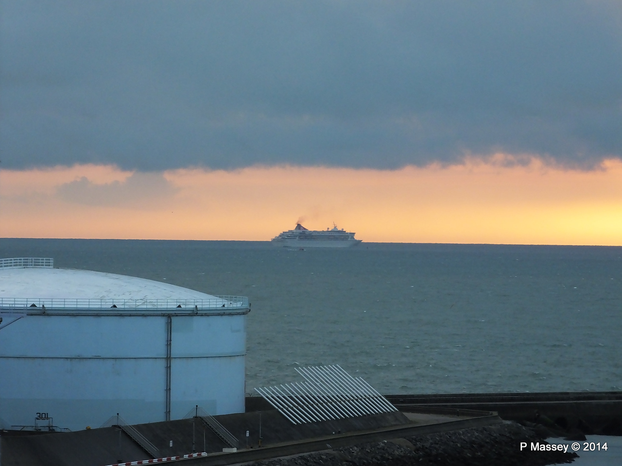BALMORAL Passing Le Havre from Rouen to La Pallice PDM 06-10-2014 18-15-49