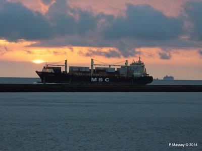 MSC UMA Inbound Le Havre BALMORAL astern from Rouen PDM 06-10-2014 18-26-18