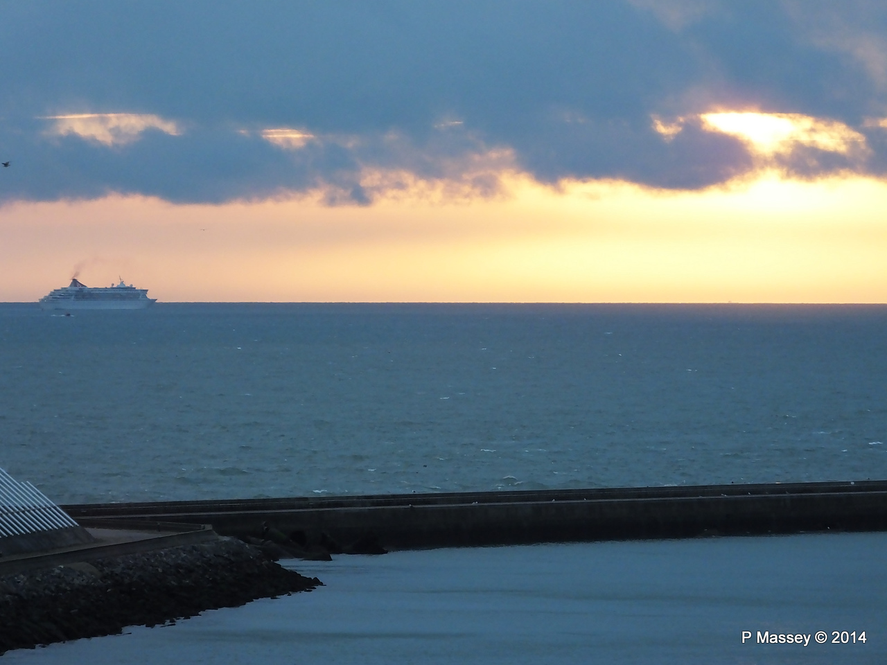 BALMORAL Passing Le Havre from Rouen to La Pallice PDM 06-10-2014 18-16-37