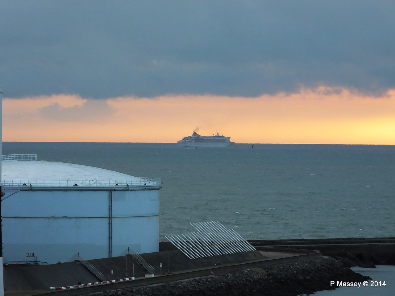 BALMORAL Passing Le Havre from Rouen to La Pallice PDM 06-10-2014 18-15-50