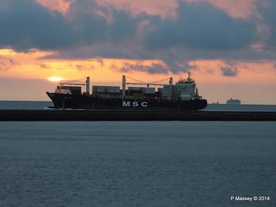 MSC UMA Inbound Le Havre BALMORAL astern from Rouen PDM 06-10-2014 18-26-19
