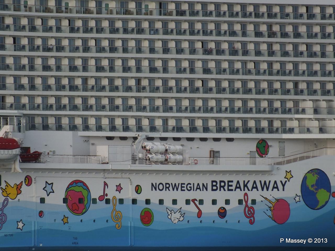 NORWEGIAN BREAKAWAY Southampton PDM 29-04-2013 18-45-00