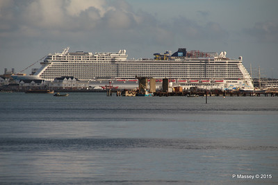 NORWEGIAN ESCAPE over Town Quay Southampton PDM 28-10-2015 15-22-56