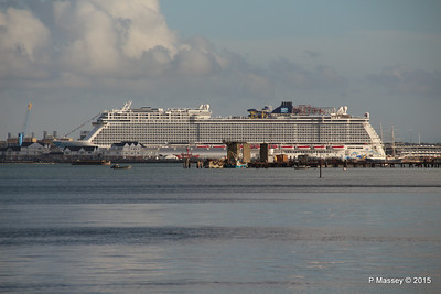 NORWEGIAN ESCAPE over Town Quay Southampton PDM 28-10-2015 15-23-02
