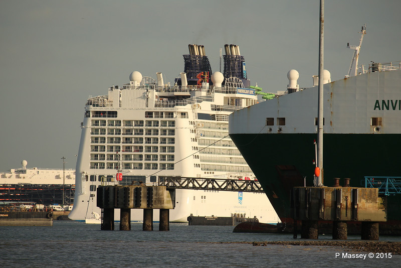 NORWEGIAN EPIC Departing ANVIL POINT Bow Southampton PDM 26-09-2015 17-03-28