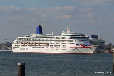 AURORA Departing Passing BRITANNIA Southampton PDM 16-05-2016 17-10-34