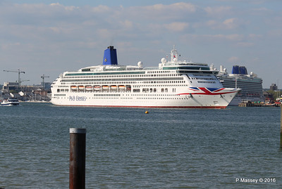 AURORA Departing Passing BRITANNIA Southampton PDM 16-05-2016 17-10-31