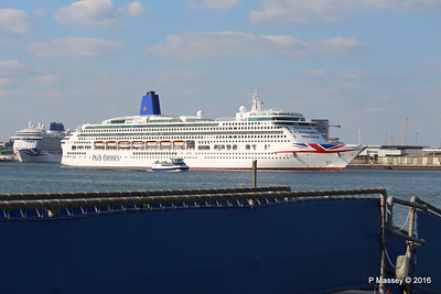 AURORA Departing Passing BRITANNIA Southampton PDM 16-05-2016 17-11-049