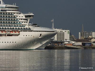 RUBY PRINCESS Passes COSTA MEDITERRANEA Southampton PDM 08-09-2014 17-41-054