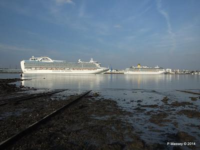 RUBY PRINCESS Passes COSTA MEDITERRANEA Southampton PDM 08-09-2014 17-40-043