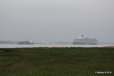 CONMAR GULF Passing QUEEN VICTORIA Outbound Southampton PDM 23-06-2016 17-51-034