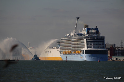 PHENIX Fire Tug ANTHEM OF THE SEAS Maiden Voyage Southampton PDM 22-04-2015 17-13-22