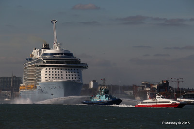 PHENIX Fire Tug RED JET 3 ANTHEM OF THE SEAS Maiden Voyage Departing Southampton PDM 22-04-2015 17-26-025