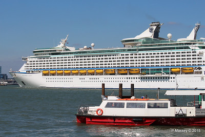 EXPLORER OF THE SEAS Passing URIAH HEEP Southampton PDM 22-04-2015 15-18-38