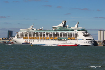 RED JET 3 EXPLORER OF THE SEAS Southampton 22 Apr 2015 22-04-2015 16-21-55