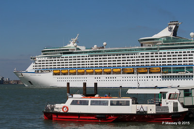 EXPLORER OF THE SEAS Passing URIAH HEEP Southampton PDM 22-04-2015 15-18-14